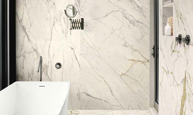 Baño pared mármol